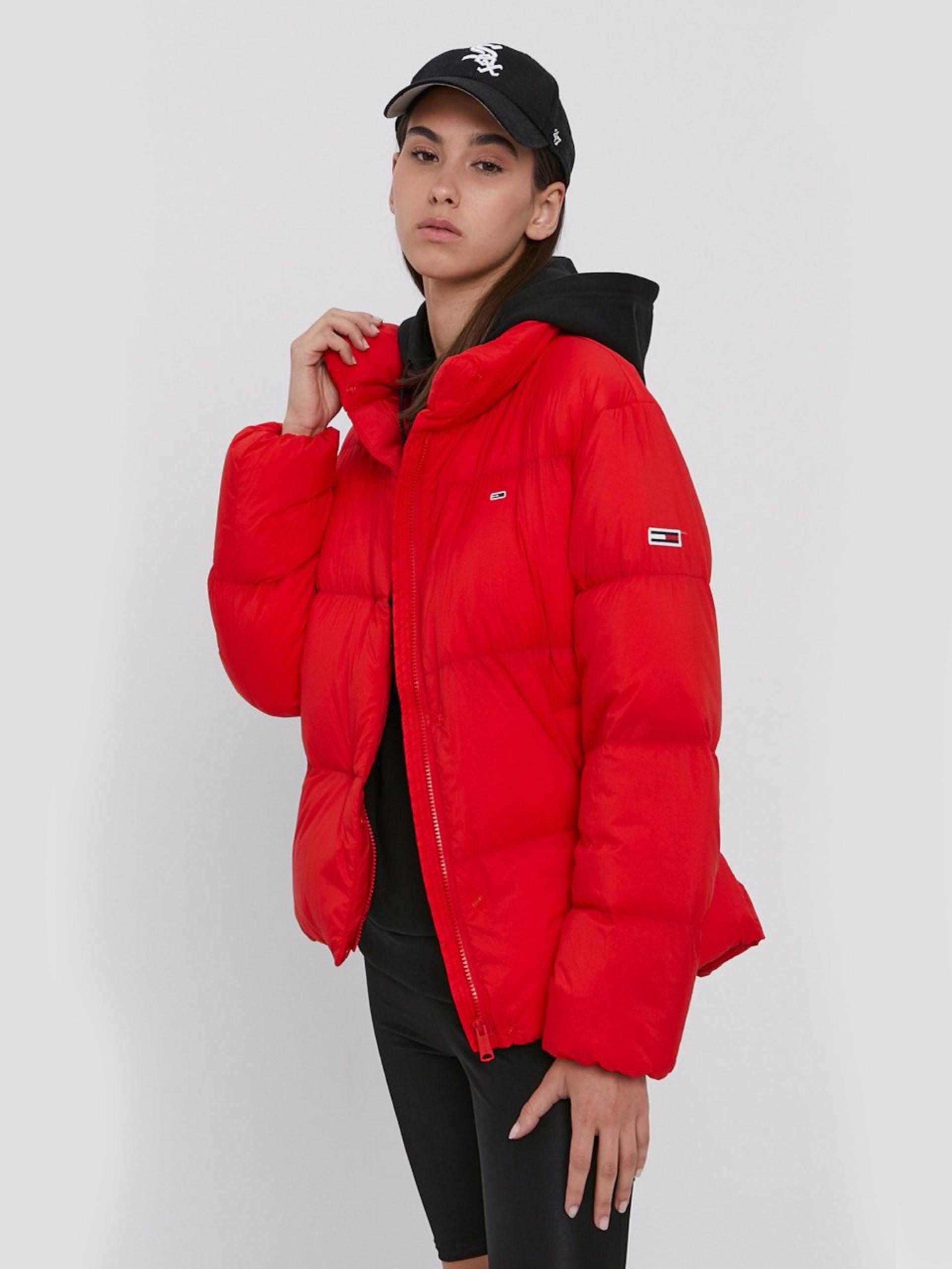 Levně Tommy Jeans dámská červená bunda