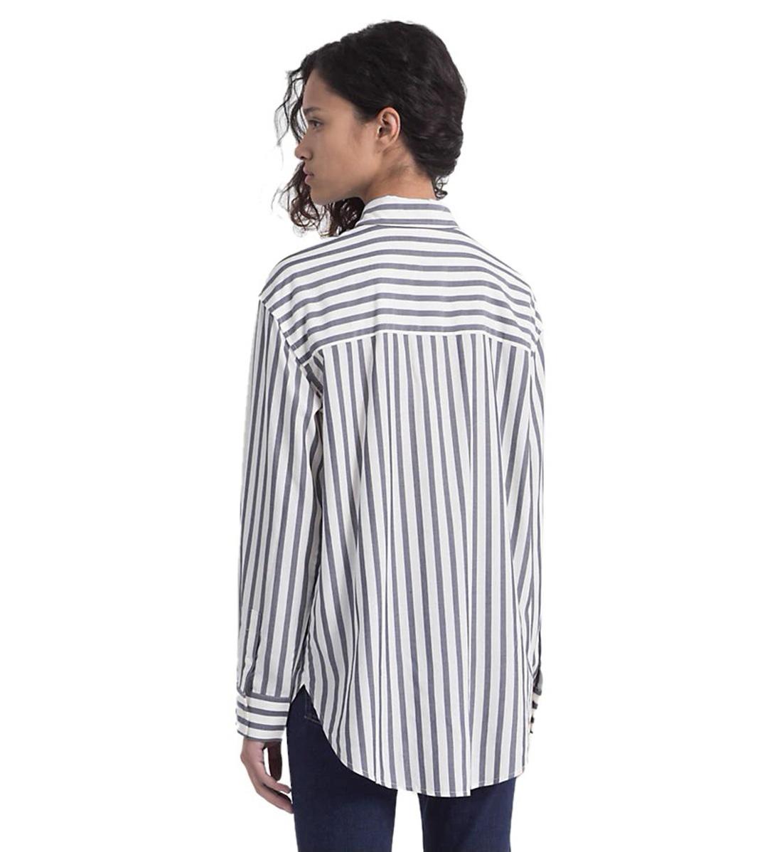 Calvin Klein dámská pruhovaná košile Oversized - Mode.cz f62f46384c