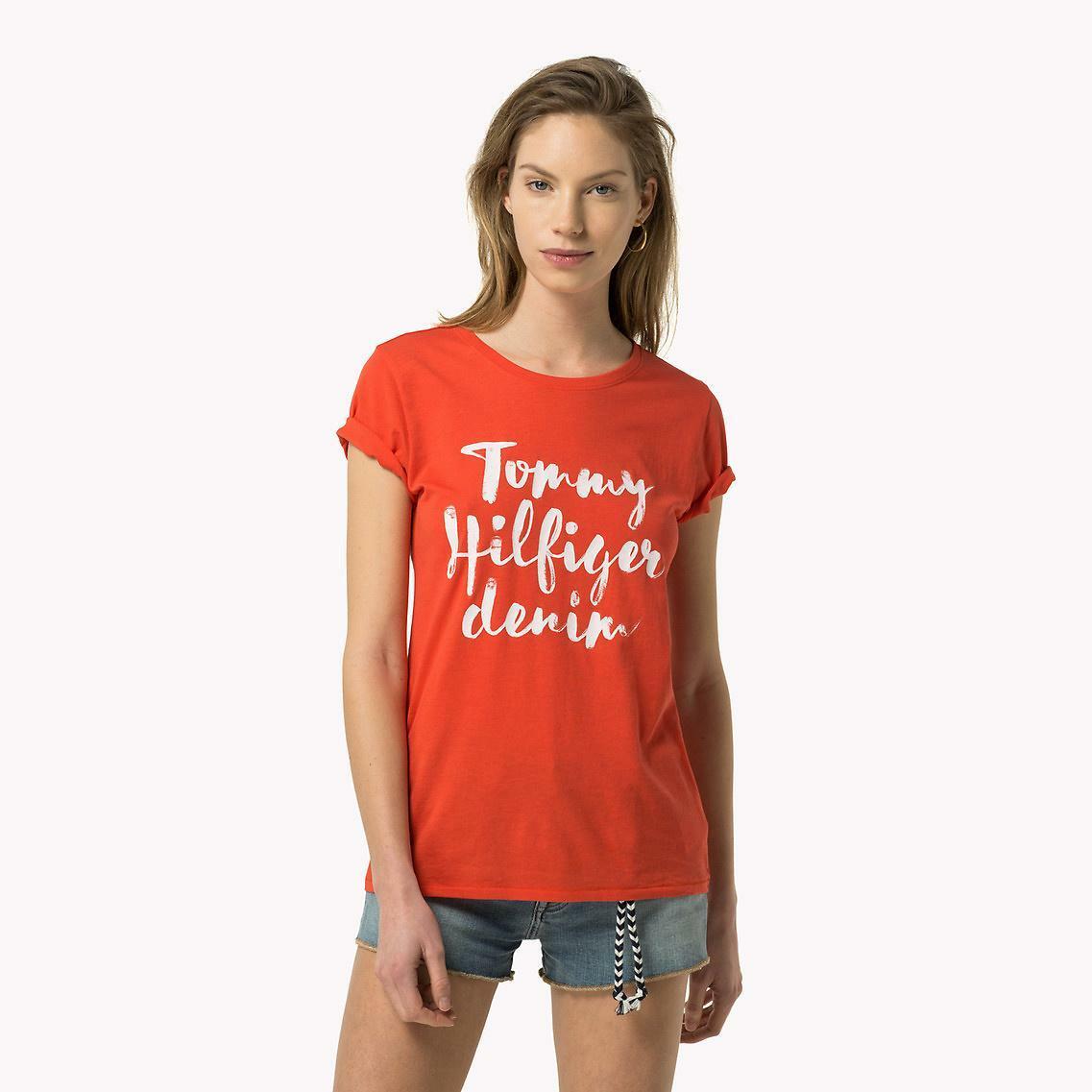 Tommy Hilfiger dámské červené tričko Basic - Mode.cz 6ef46e0be15
