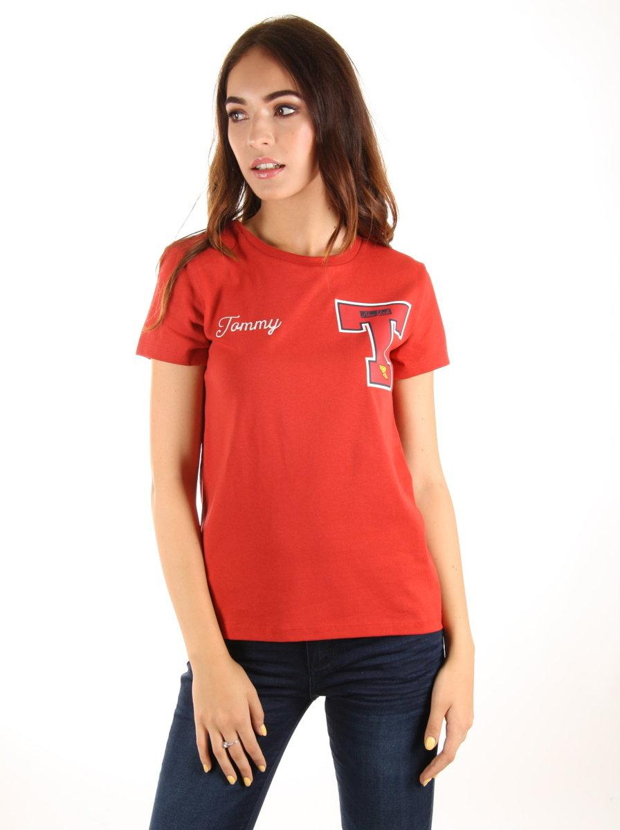 Tommy Hilfiger dámské červené tričko Badge - Mode.cz 96fcba7683f