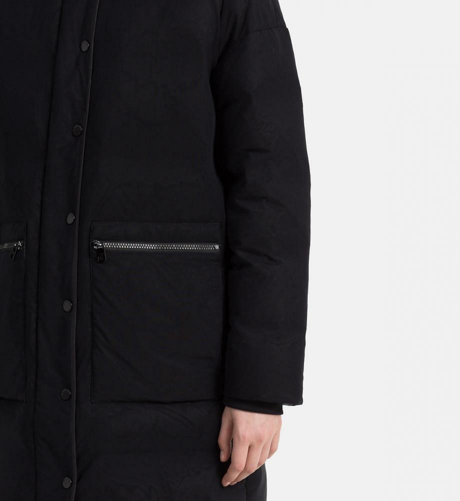 Calvin Klein dámský černý péřový kabát - Mode.cz 45df8166a6