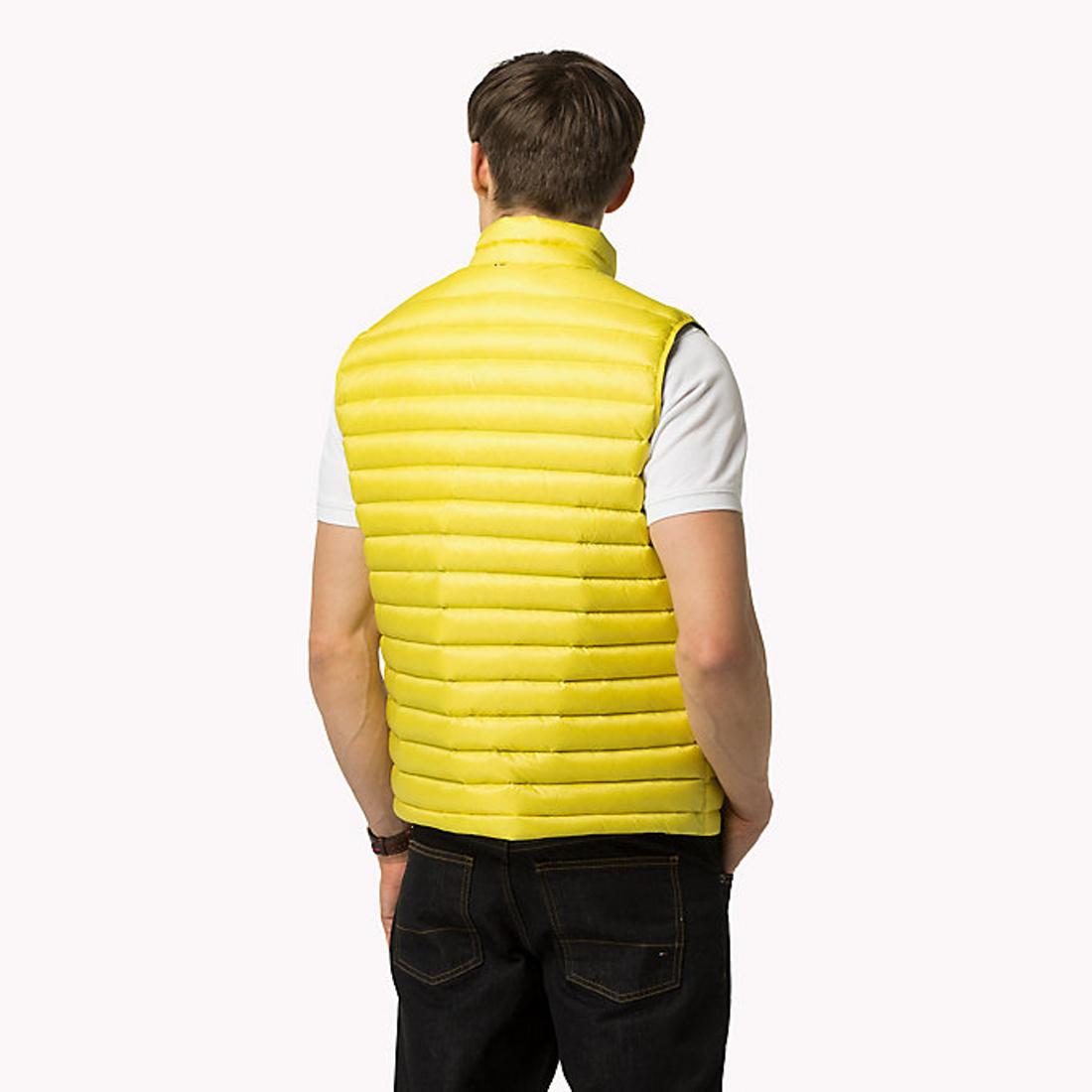 Tommy Hilfiger pánská žlutá péřová vesta - Mode.cz 46cefd237ad