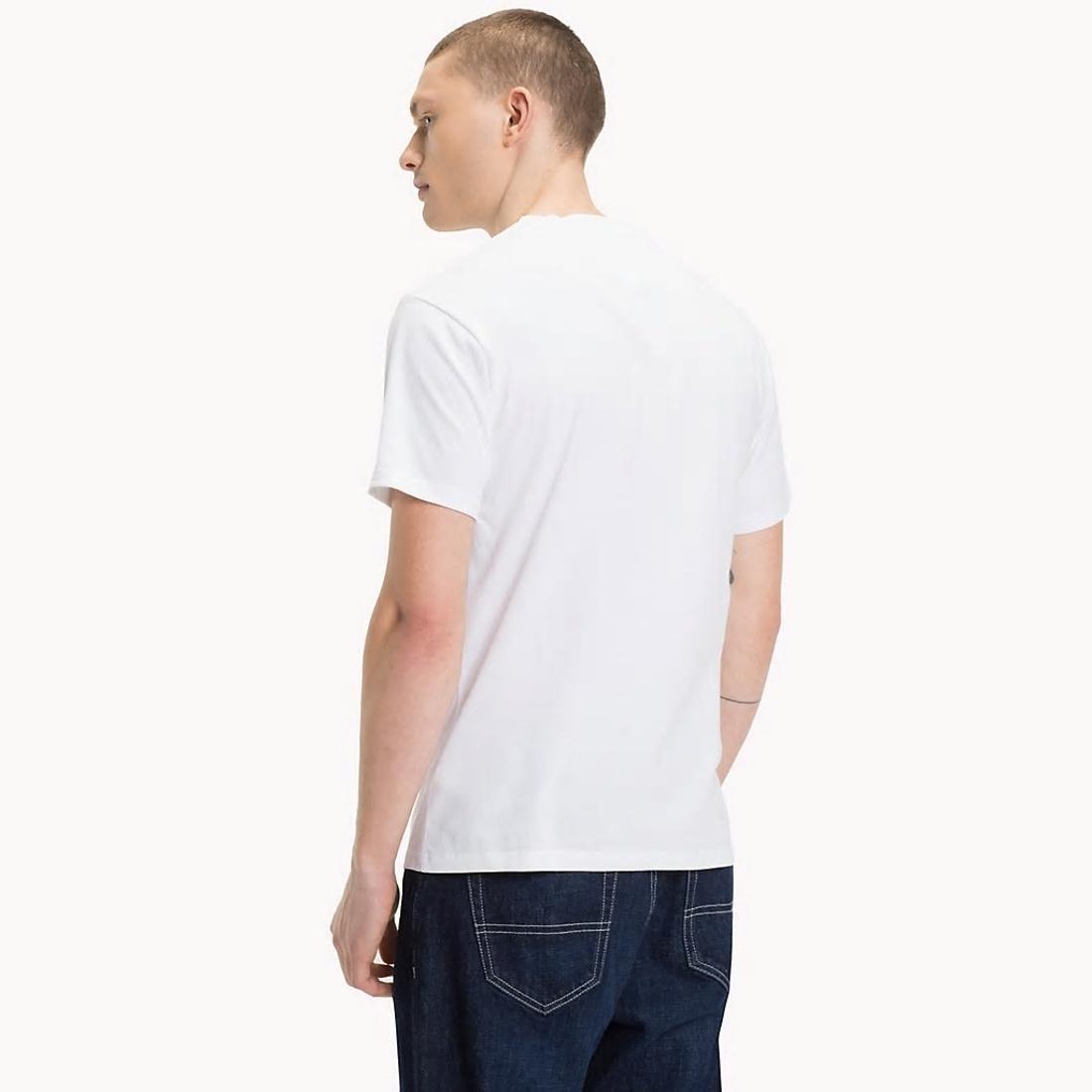 Tommy Hilfiger pánské bílé tričko Essential - Mode.cz eb2624dcf1