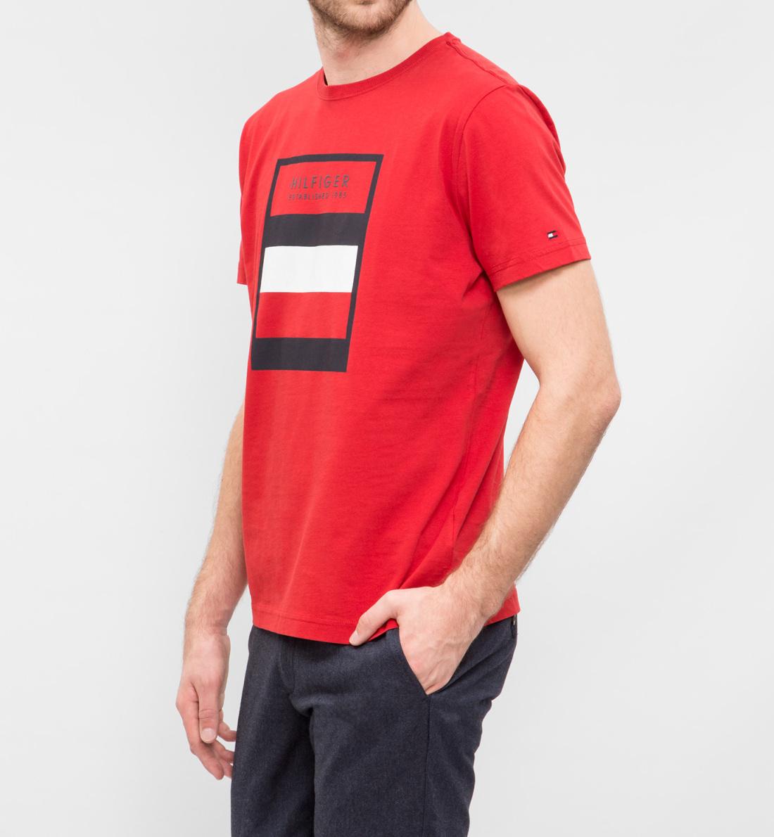 Tommy Hilfiger pánské červené tričko Norman - Mode.cz 06b84468c1e