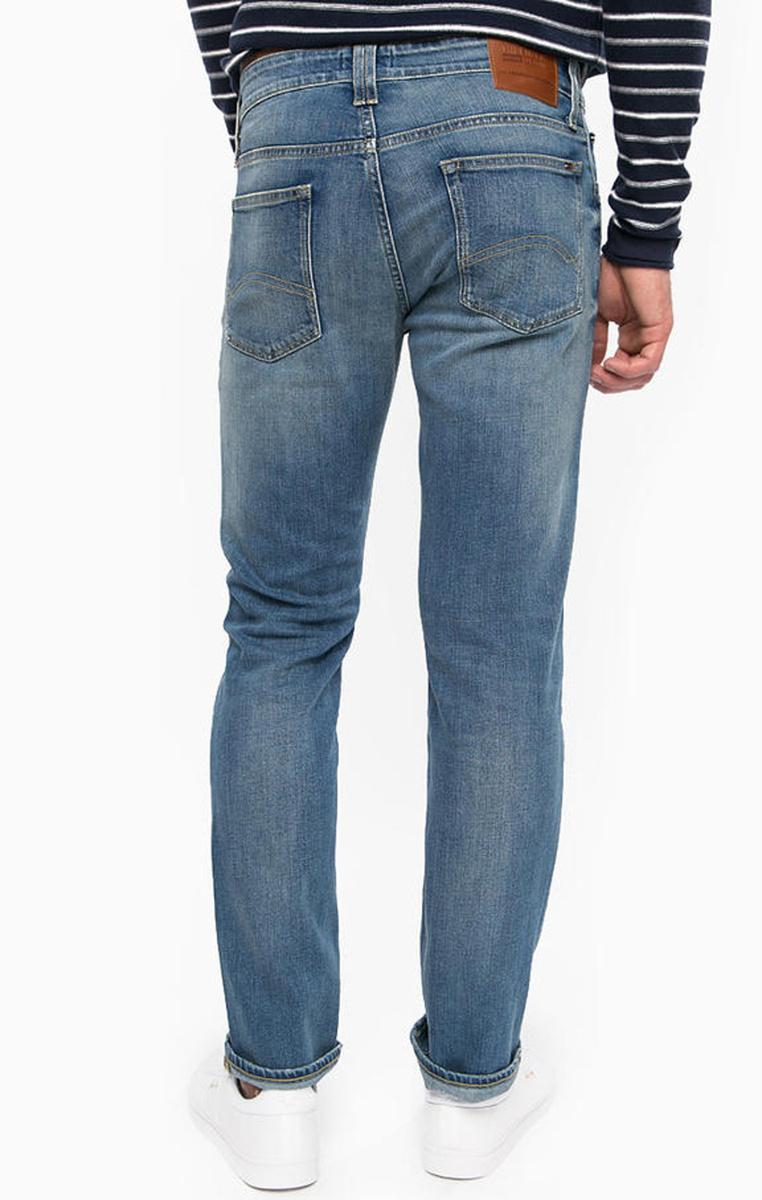 557f39f3804 Tommy Hilfiger pánské světle modré džíny Original - Mode.cz