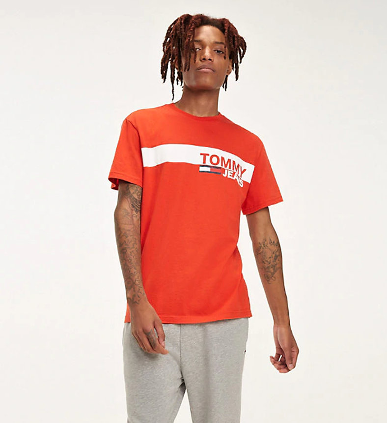 b0d46cc1d7 Tommy Hilfiger pánské červené tričko Essential - Mode.cz